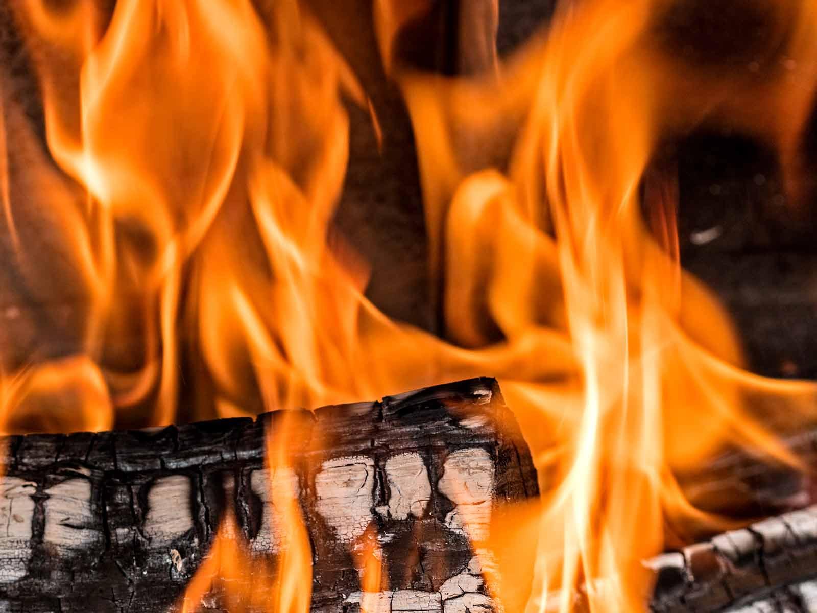 Verschiedene Faktoren Beeinflussen Den Holzverbrauch Bei Einem Ofen Oder Kamineinsatz